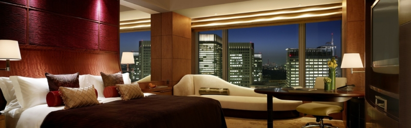 Interior-Hotel-Bedroom-with-Beautiful-Scene